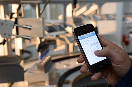 Abbildung 1: Smartphones und Social Media durchdringen auch die Produktion